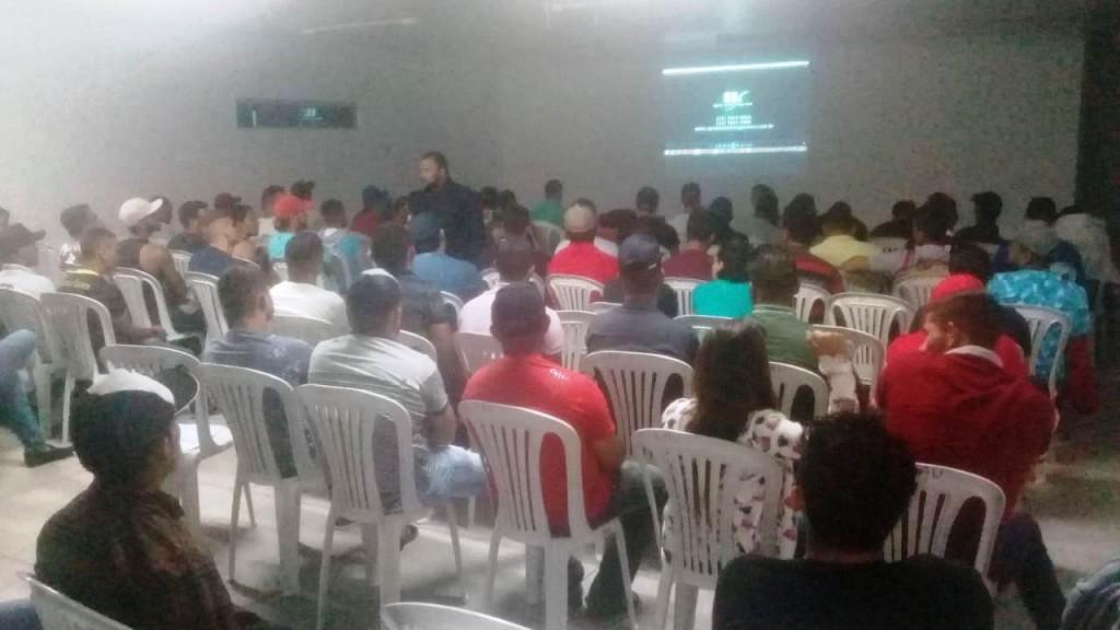 Curso de Operador de Máquinas Pesadas em Monteiro capacita 120 pessoas
