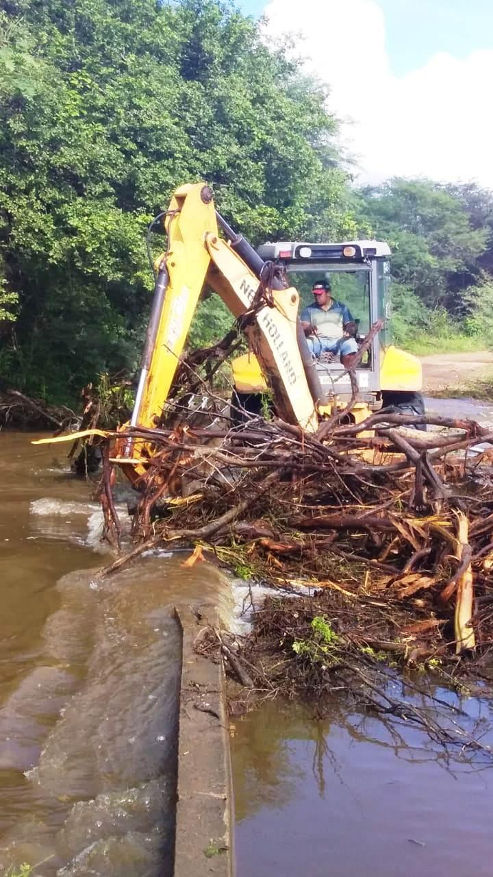 MONTEIRO: Prefeitura recupera estradas vicinais de 05 comunidades da zona rural