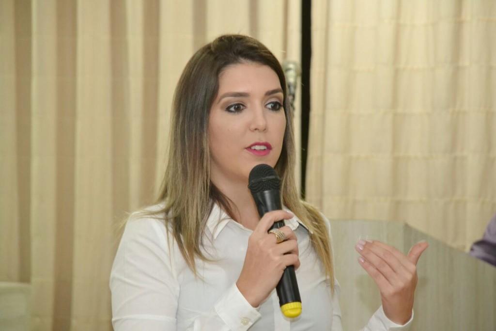 Prefeita do município de Monteiro tem rede social clonada